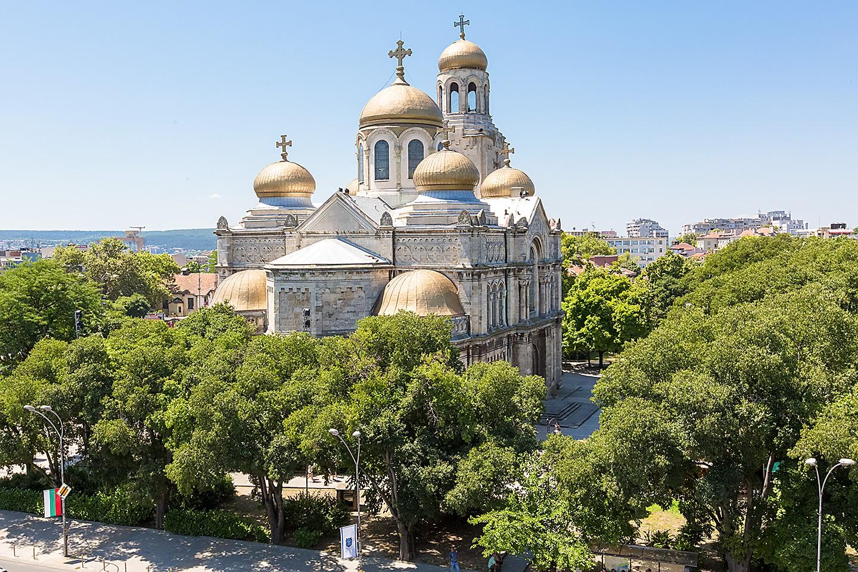 Църкви и манастири